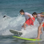 Nicolas + Alex surfing (1)