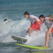 Nicolas + Alex surfing (1)